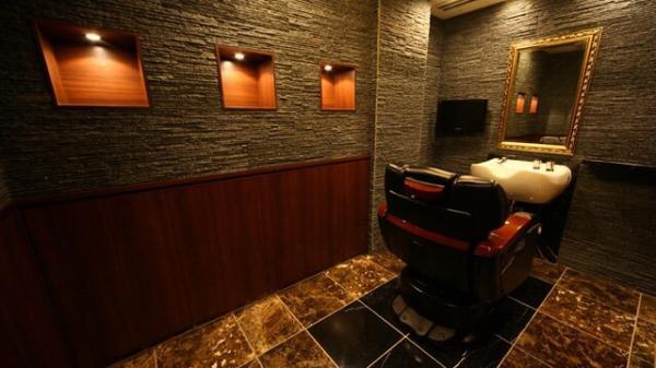 赤坂の高級個室理容室 プレミアムバーバーです!