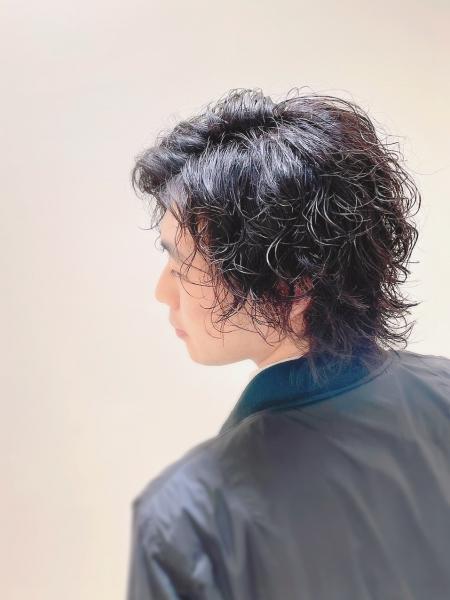 藤井風風パーマ×レイヤースタイル×黒髪/渋谷/原宿/表参道/バーバー/メンズパーマ/スパイラルパーマ/ツイストスパイラル